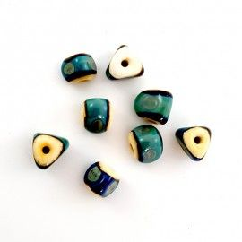 8 perles vertes et beige
