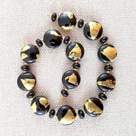 Lot 51 perles de verre noires et or